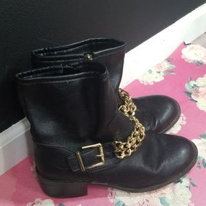 Sam & Libby black ankle boots gold chain size 9.5
